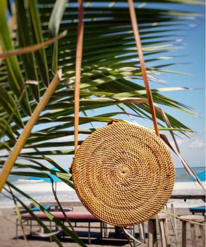 Rankų darbo pinta Balio salos rankinė - ruda