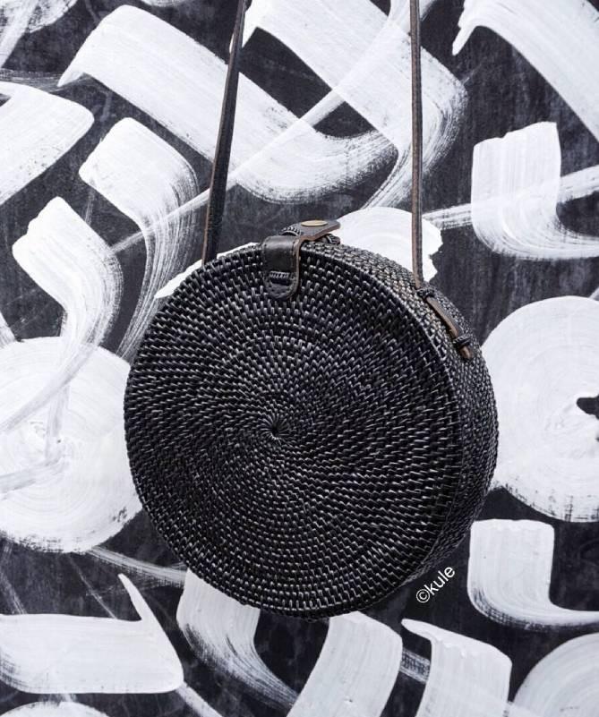 Rankų darbo pinta Balio salos rankinė - juoda 1