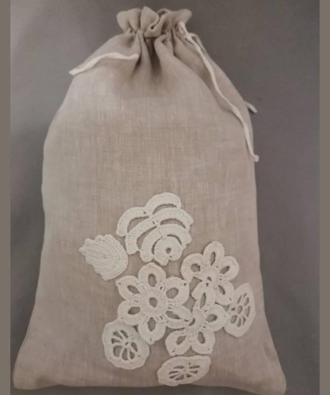 Lininis maišelis puoštas nertais motyvais (20x30)