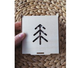 Mediniai kalėdiniai žaisliukai su baltiškais simboliais - Eglutė